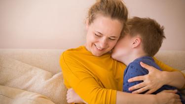 Mama und Sohn © Adobe Stock