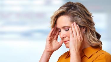 Frau mit Kopfschmerzen © Kurhan, stock.adobe.com