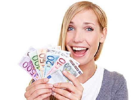 Freie Dienstnehmerin freut sich über Ihr Einkommen. © Robert Kneschke, Fotolia