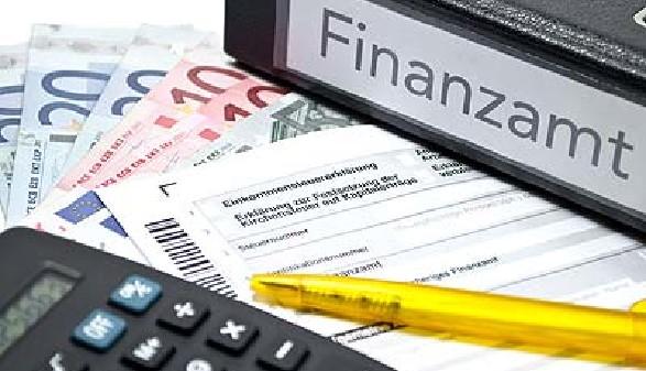 Geld berechnen und Geld vom Finanzamt holen © m.schuckart, fotolia.com