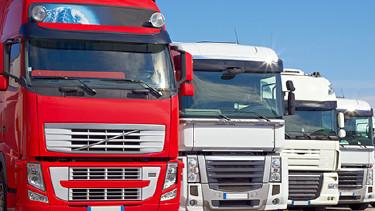 Bis 2017 muss das bestehende Lkw-Mautsystem auf der Autobahn neu aufgesetzt werden. Bei dieser Gelegenheit muss die Lkw-Maut besser geregelt werden. © acnaleksy, Fotolia