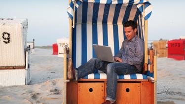 Mann im Strandkorb © Sven Bähren, Fotolia