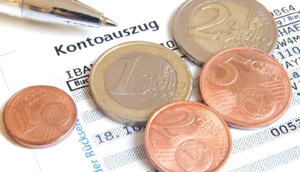 Kontoauszug und Münzen © svort, Fotolia.com