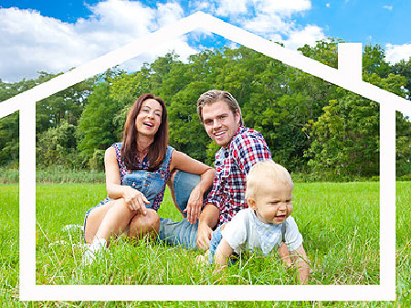 Familie im Grünen im virtuellen Haus © Fotowerk, Fotolia.com