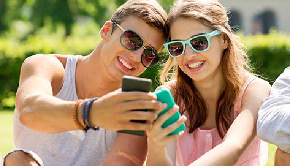 Jugendliche mit Smartphones © Syda Productions, Fotolia.com