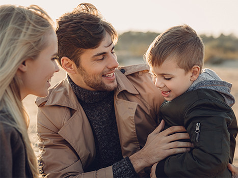 Eltern mit Kind © Lightfield Studios, Fotolia